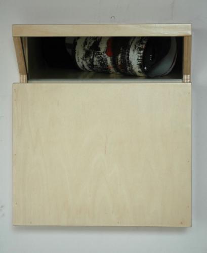 Revérbero XIV, 2010, choupo, espelho e óleo s/ papel, 37 x 33 x 11 cm