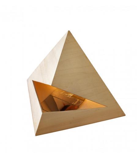 Revérbero IX, 2009, madeira de choupo, espelho, fita de alumínio, lâmpada de halogénio e acrílico s/tela, 47 x 66 x 58 cm