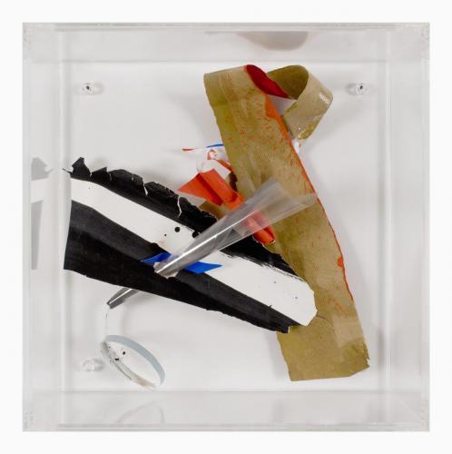 Espaço Rarefeito 2, 2007, Papel, acrílico, acetato, spray e tinta de óleo, 40 x 40 x 5 cm
